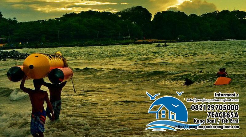 Banana Boat Pantai Santolo