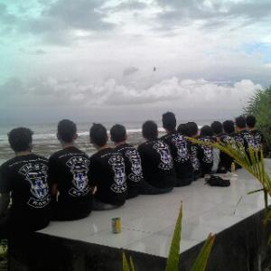 YMSC Crew Bersantai di Karang Laut